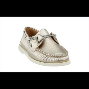 Woman's sperry topsider gold leather loafers